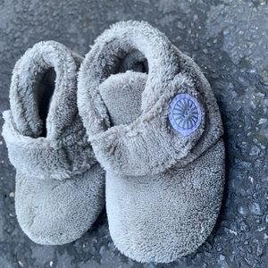Infant Ugg booties Gray size 2-3